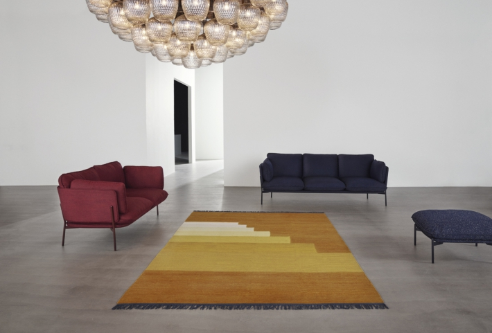 sofas cloud alfombra granate azul marino And Tradition